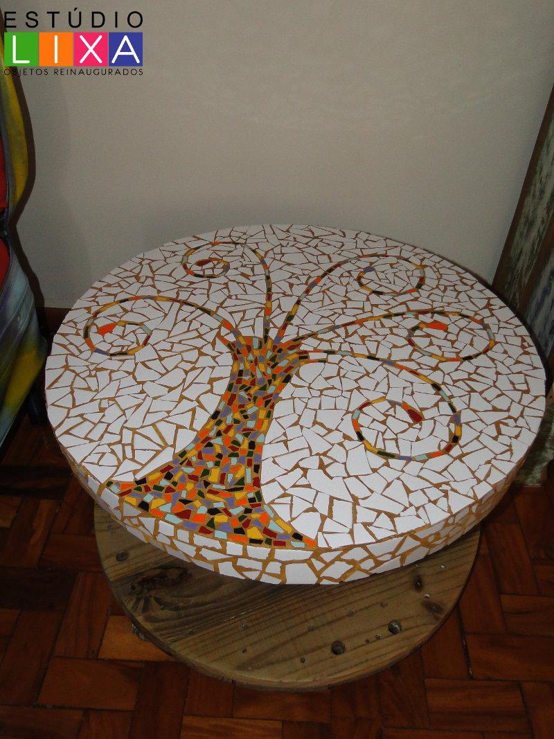 Mesa de centro ou canto de carretel de fios  mosaico