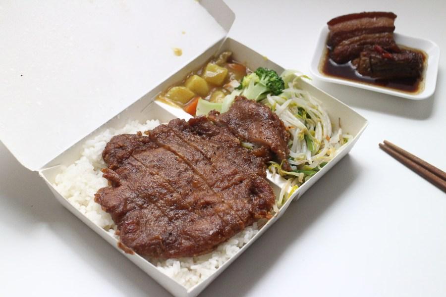 台南 台南東區關帝廳旁便當老店,口味平順價格不貴,排骨肉厚不柴風味口感不錯 台南市東區|阿松排骨飯