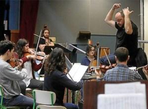 Euskal Herriko gazte orkestak udako emanaldiak prestatzen dihardu Eibarren