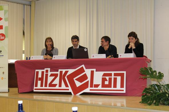 LANEKIko Ainitze Blanco, LHko Sailburuordetzako Rikar Lamadrid, Miguel de los Toyos Eibarko alkatea eta Hizkuntza Politika Sailburuordetzako Josune Zabala.
