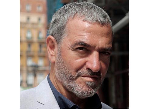 """Lander Iglesias, antzerki zuzendaria: """"Eszenatokian ez dago testu edo pertsonaia bat, magia joko bat baizik"""""""