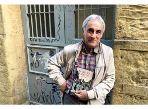 """Joanes Urkixo, idazlea: """"Literatura bazterrean ezin nuela utzi erabaki dut"""""""