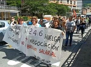 Polizia-etxe eta epaitegietako garbitzaileek hitzarmen duina eskatu dute manifestazioan
