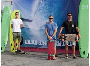 """Kepa Lores, Ander Alberdi eta Iñaki Zabala, surflariak: """"Debabarrenean surf harrobia sortu nahi dugu"""""""
