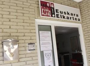 Euskaraz hitz egingo duen Jaurlaritzaren aldeko manifestuarekin bat egin du …eta kitto!-k