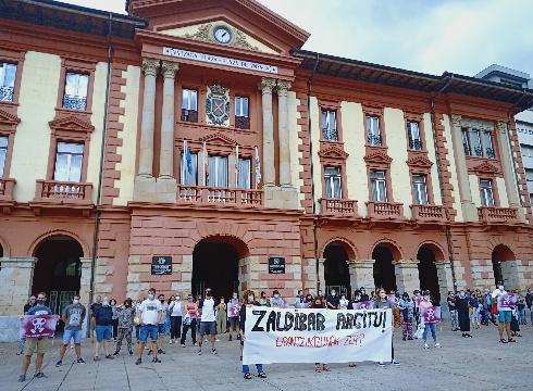 Joaquin Beltran aurkitzeko eta gertatutakoa argitzeko eskatu zuten atzo herritarrek