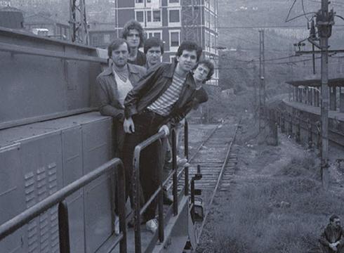 Itoiz taldeak 1982ko Sanandresetan Astelena frontoian eman zuen kontzertuaren bideoa berreskuratu du Udal Artxiboak