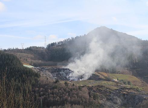 Eusko Jaurlaritzak Verter Recycling enpresari egotzi dio Zaldibarko uretan eta lurzoruan eragindako kaltea