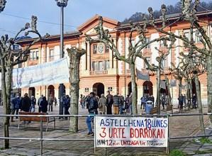 Mobilizazioak hasi zituztenetik hiru urte igaro direla gogoan, pentsiodunek manifestazioa egin dute