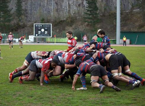 Eibar Rugby Taldeak irribartsu hasi du Aste Santuko oporraldia