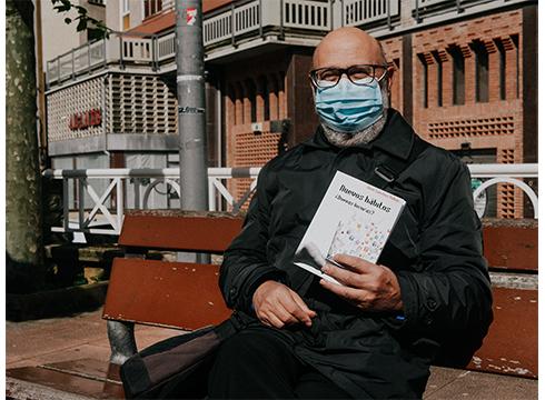 """Juan Sanchez Vallejo, psikiatra eta idazlea: """"Gazte bat ondo gizarteratzen ez bada, patologia mentalekin amaitzen du ia beti"""""""