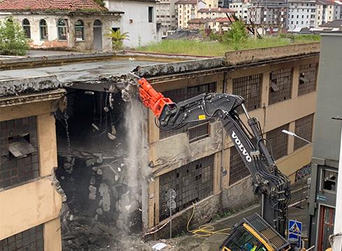 [BIDEOA] Hasi dira El Casco eraikina eraisten