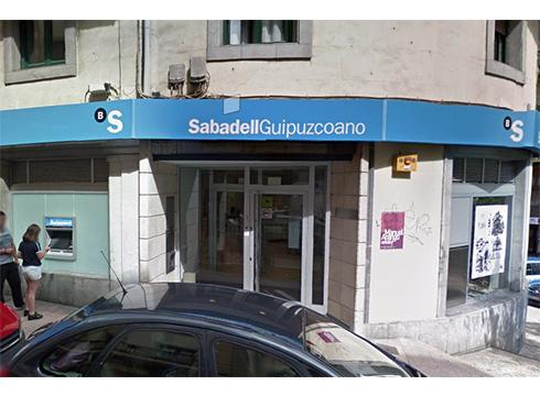 Sabadell banketxeak eskualdeko hiru ordezkaritza itxiko ditu, baina Eibarkoak zabalik jarraituko du