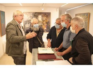 Vicente Iriondoren kodigoari buruzko azalpenek jakinmina piztu dute 'Aztarnak' erakusketaren inaugurazioan