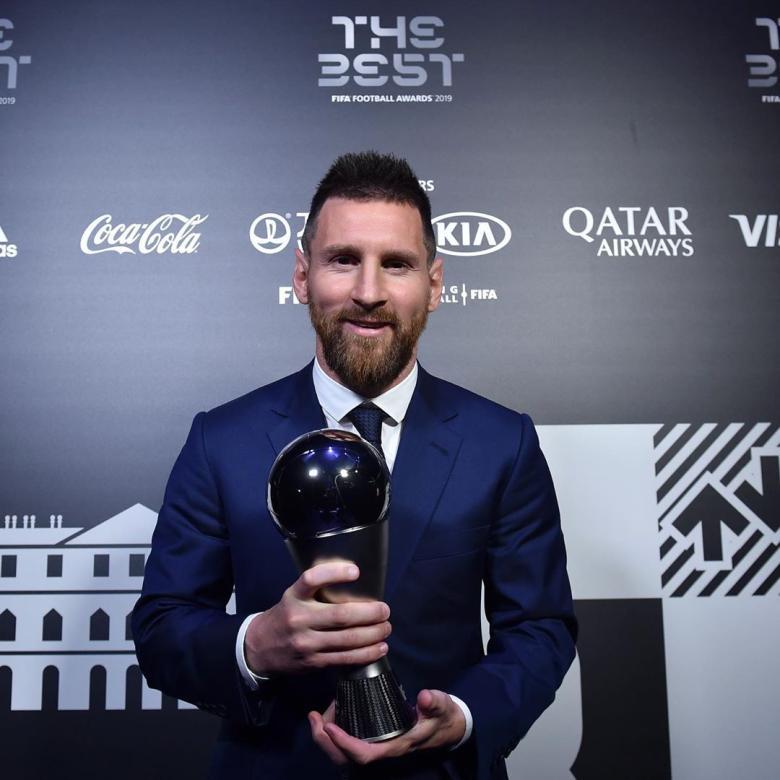 ميسي أفضل لاعب في العالم وكريستيانو رونالدو مستاء Et بالعربي