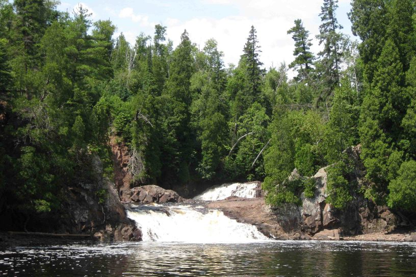 twin falls in tettegouche state park on the north shore
