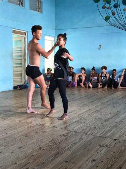 20170208_201910116_ios-dance