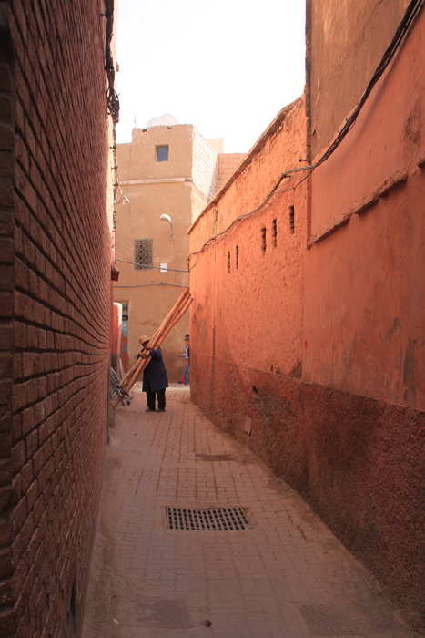 narrow alley in marrakesh medina