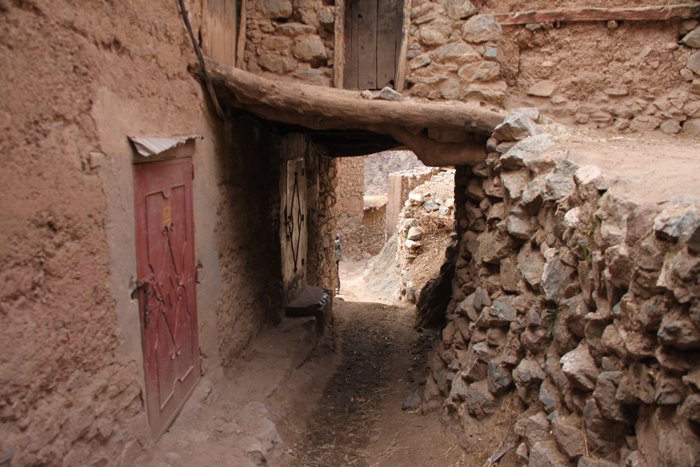 corridor through village on tizi mzik trail