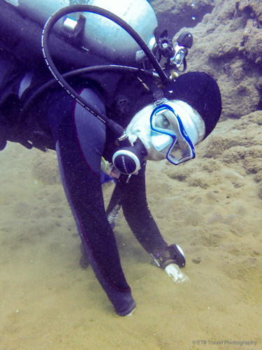Scuba Diving in Saba with my hands in the hot spot