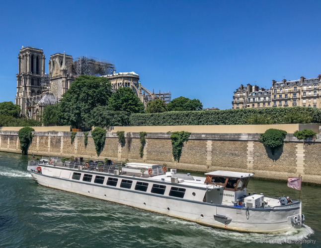 the seine river cruise boat and notre dame