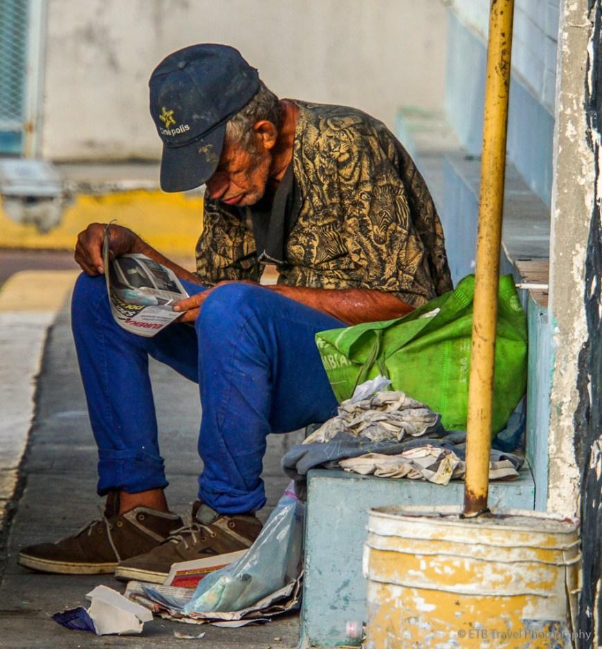 panamanian reading in casco viejo