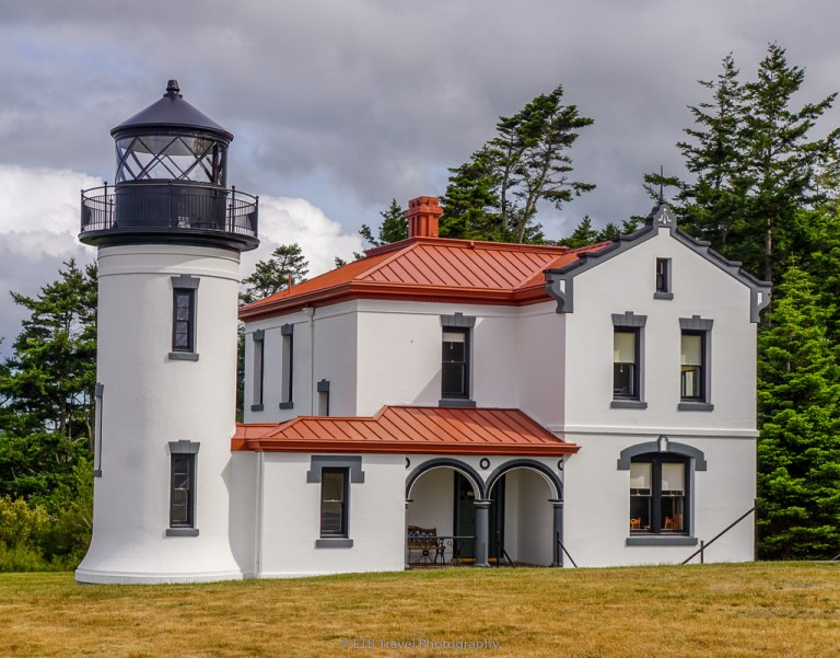 admiralty head lighthouse on whidbey island