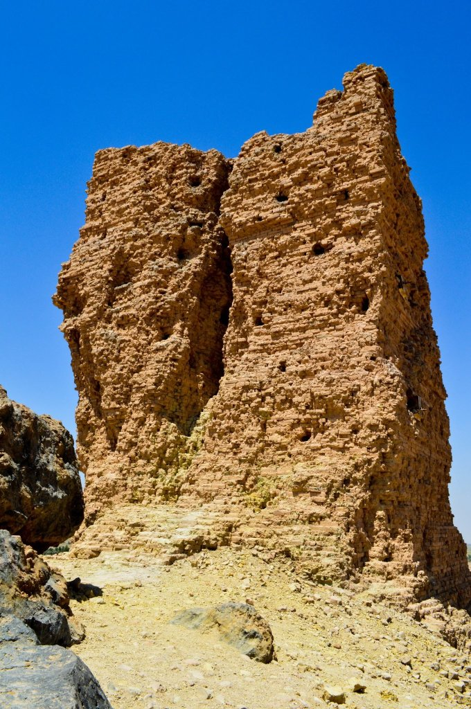 The tongue tower is the hallmark of the ziggurat. It is a single structure that has been cracked into to 2 parts. Initially, this was thought to be the legendary Tower of Babylon.