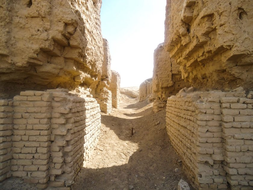 The ziggurat is divided in to 2 halves by this narrow entry point. There is an iron or copper bar in the middle (purpose?). This gap leads to a long path which divides then into several ways and leads to several room-like ruins.