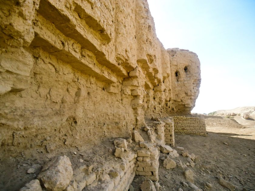 Ruins of the ziggurat at Kish. Note that the mud-bricks have been falling down since some time.