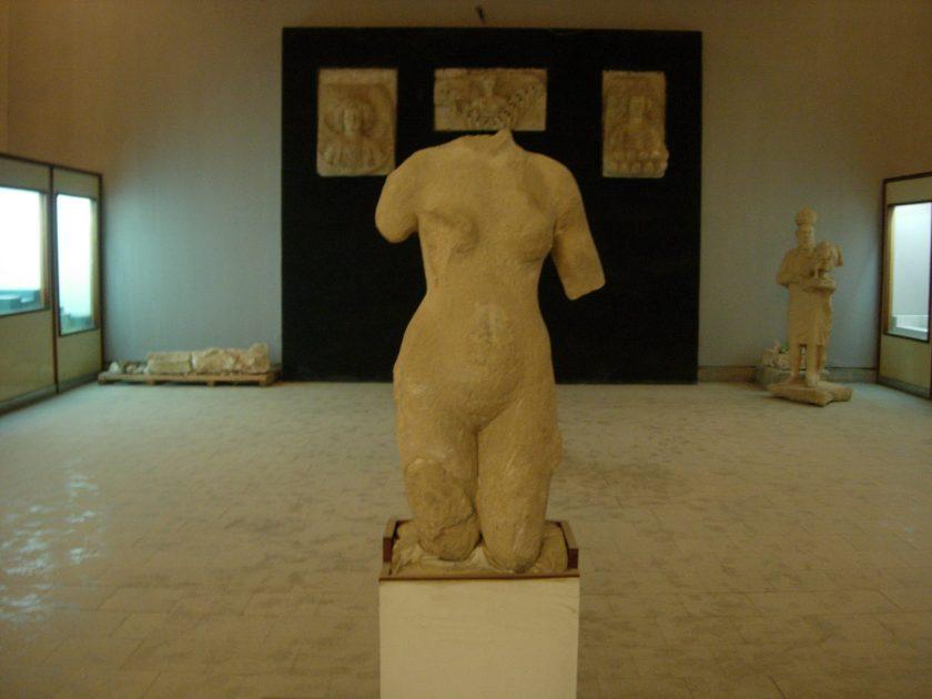 Venus statue. Photo by Dr. Suzanne Bott, 2009.