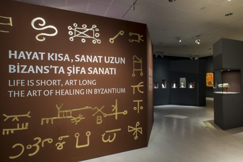 """Entrance to """"Life is Short, Art is long"""" at the Pera Museum in Istanbul, Turkey. (Courtesy: Pera Museum/Pera Müzesi.)"""