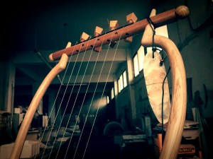 The Lyre of Sappho II – Ancient Greek Barbiton Lyre (7 strings).