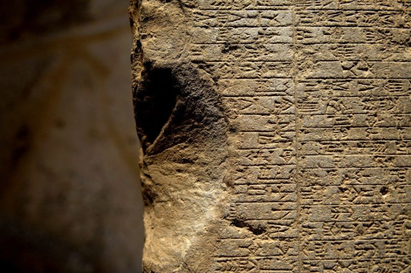 The right edge of the stela. The edge has been broken and a large fragment has been lost. This has resulted in a large lacune; the cuneiform signs at the beginning of the lines have been lost. March 30, 2015. Photo © Osama S. M. Amin.