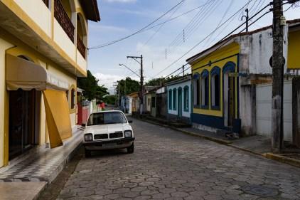 Festival de couleurs dans les rues de Cananeia