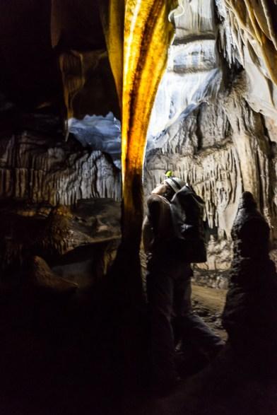 Certaines stalactites sont tellement fines qu'elles prennent l'apparence de bacon lorsqu'on les éclaire