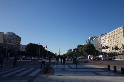 L'avenida 9 de julio, au fond le fameux obelisque, symbole de Buenos aires.