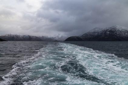 L'écume du ferry prend des couleurs incroyables.