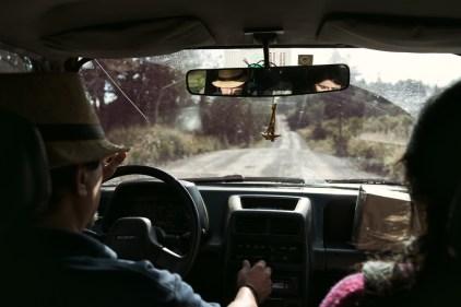A l'arrière de la voiture de Dani et Andréa.