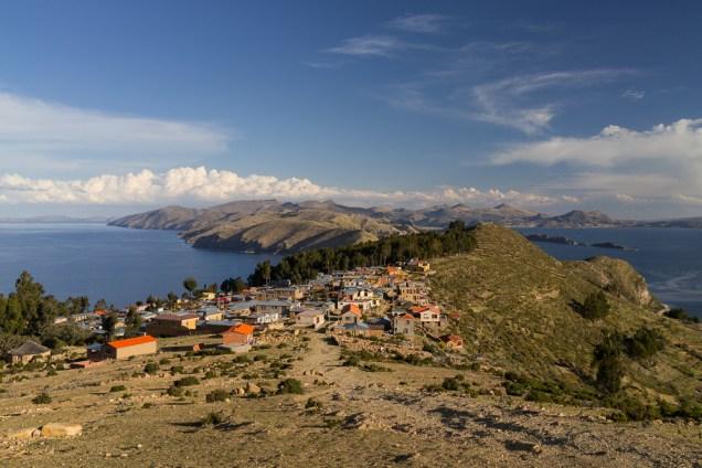 Coucher de soleil sur l'Isla del Sol, sur le lac Titicaca.