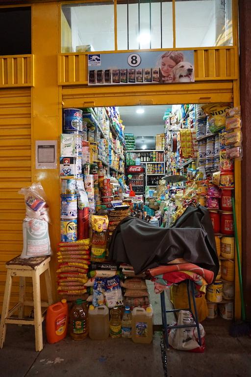 Une des échoppes du marché central de Sucre.