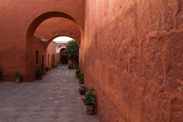 A l'entrée du couvent Santa Catalina.