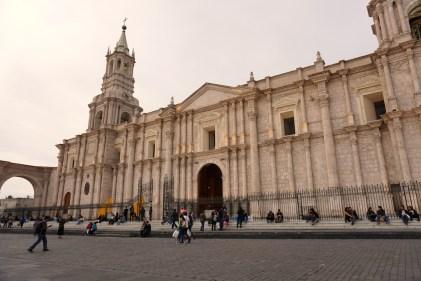 La cathédrale de la plaza de Armas de Arequipa.