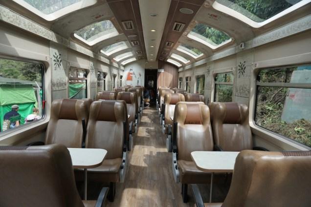 A l'intérieur du train.