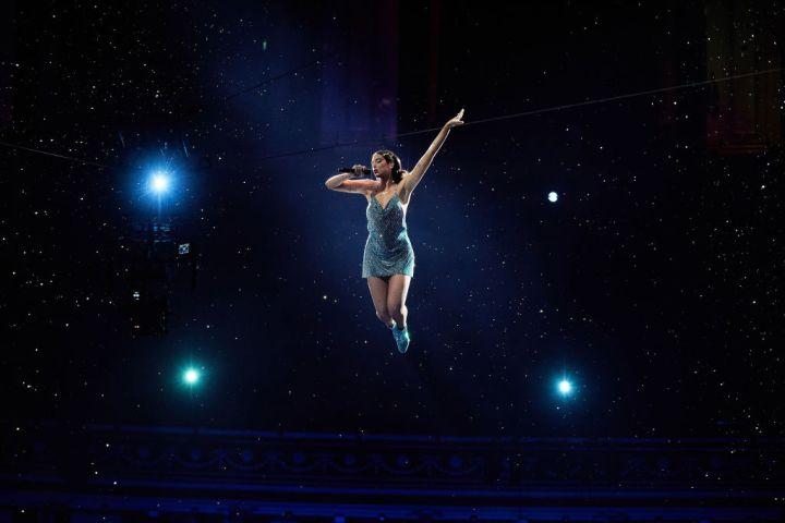 Dua Lipa Flies During Performance Of 'Levitating' At AMAs   ETCanada.com