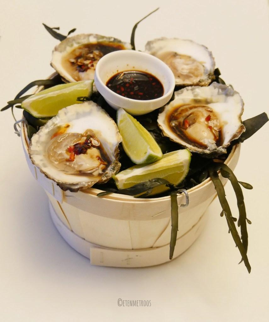 oesters met een oosterse dressing