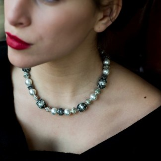 Silver grey pearls' collar adorned with silver elements by Loga di Lusso