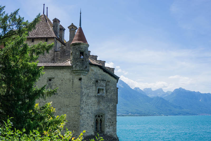 [castle on a lake edge - one of the most scenic places to visit in Switzerland]
