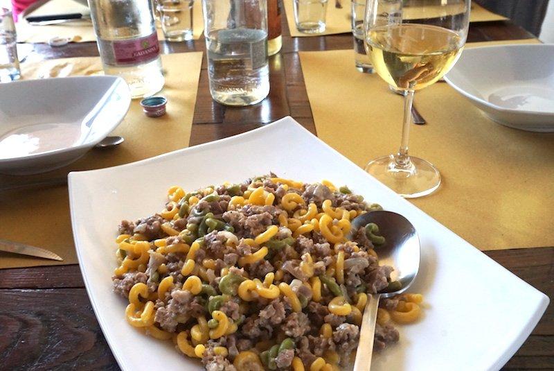 pork sausage with pasta and wine