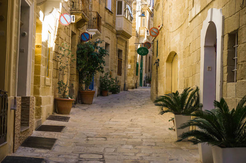 Birgu is so scenic and beautiful - what to do in Malta? Wander of course!